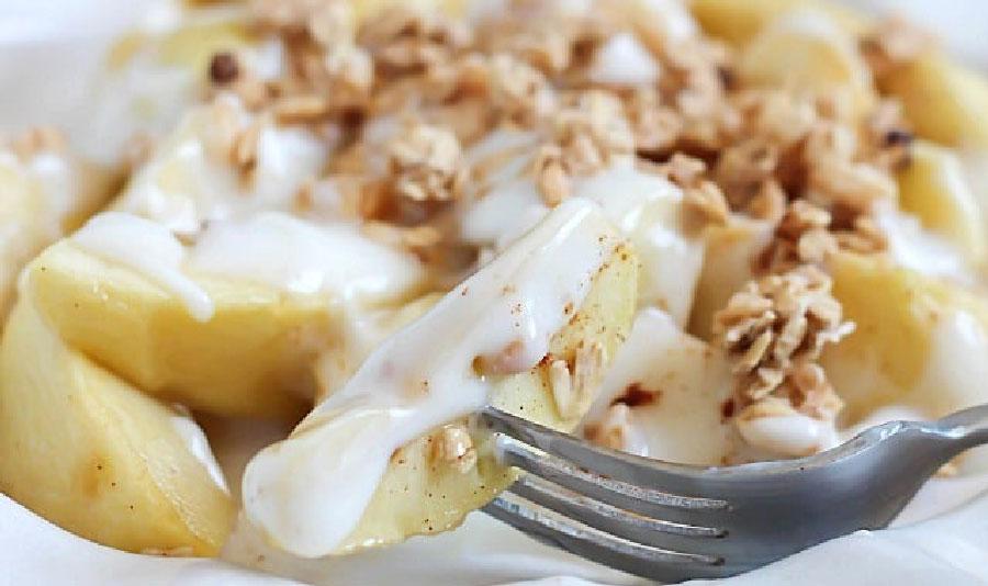 Manzanas con yogur al horno
